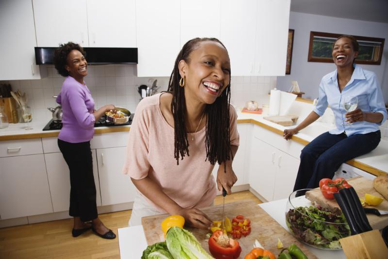 women_laughing_cookling.jpg
