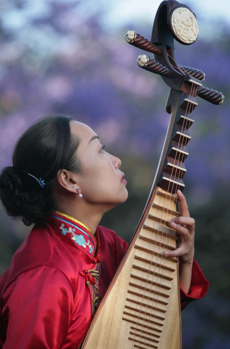 Liu Fang with Pipa sunset