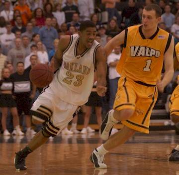 Guard Mike Helms in action as a member of the Oakland University Grizzlies.