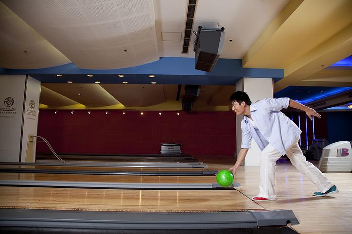 bowling_man.jpg