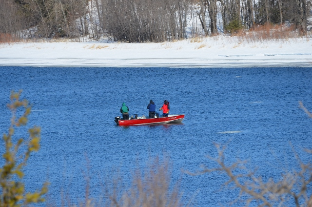 Ice fishing or open water fishing on the rainy river take for Rainy river fishing