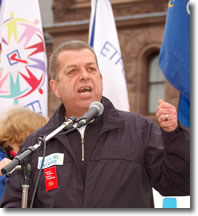 President Hammond addresses the crowd at the Apr. 21 OFL Day of Action