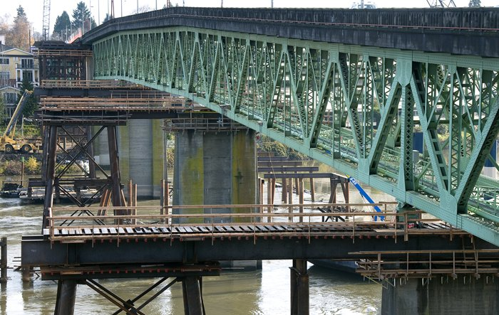 Sellwood Bridge truss span and detour bridge piers