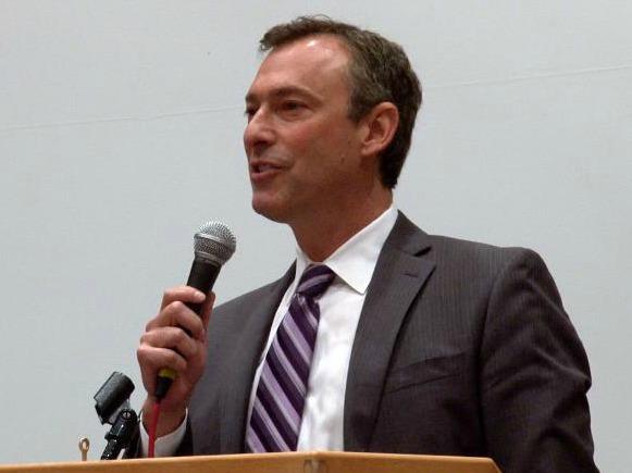 Chair Cogen addresses the Multnomah Food Summit crowd