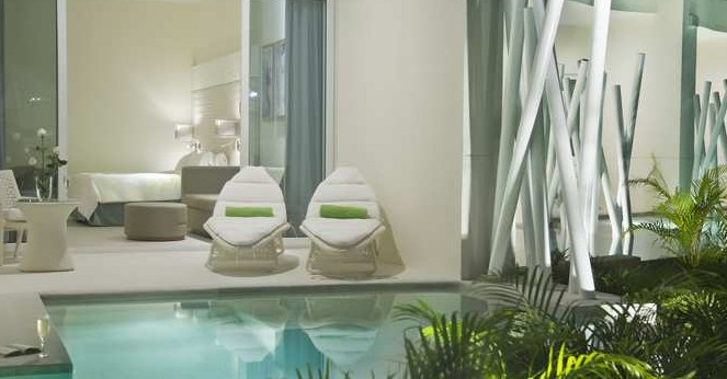 Hilton Swimout pic