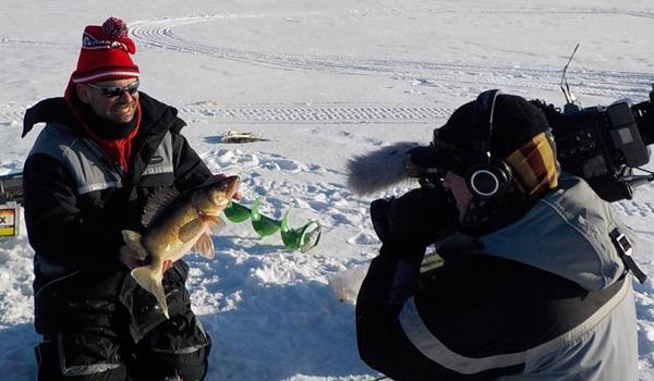 16 lb walleye biggest ice saugeye ever great spoon hack for Devils lake ice fishing reports