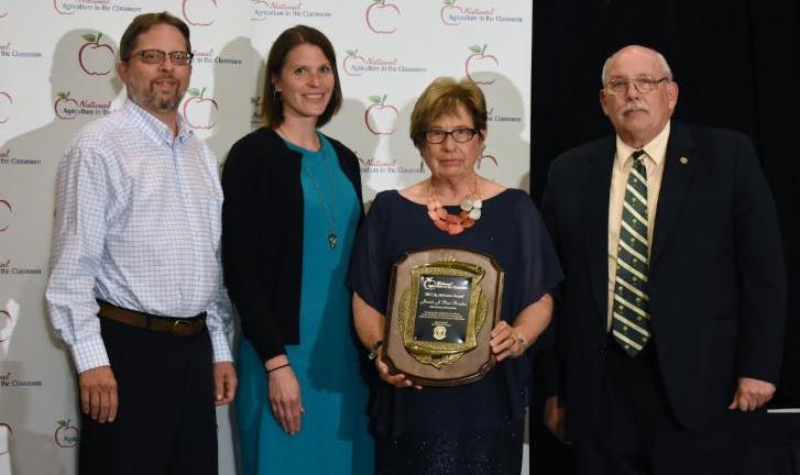 Juanita Reed-Boniface accepts award