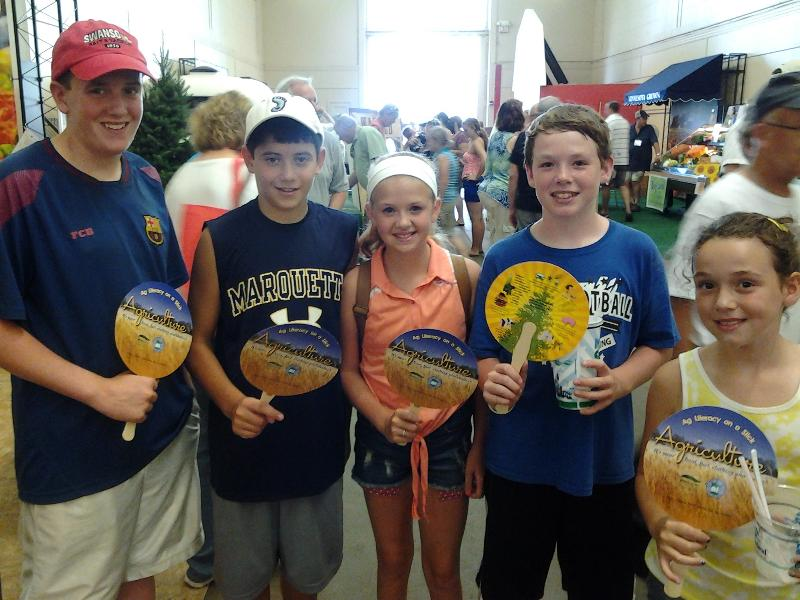kids with ag literacy fans at the state fair