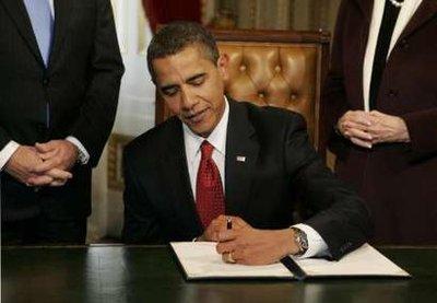 Obama_Signing_1099