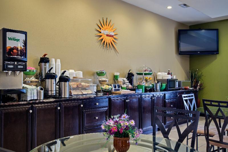 La Quinta Inn and Suites New Iberia Breakfast Bar