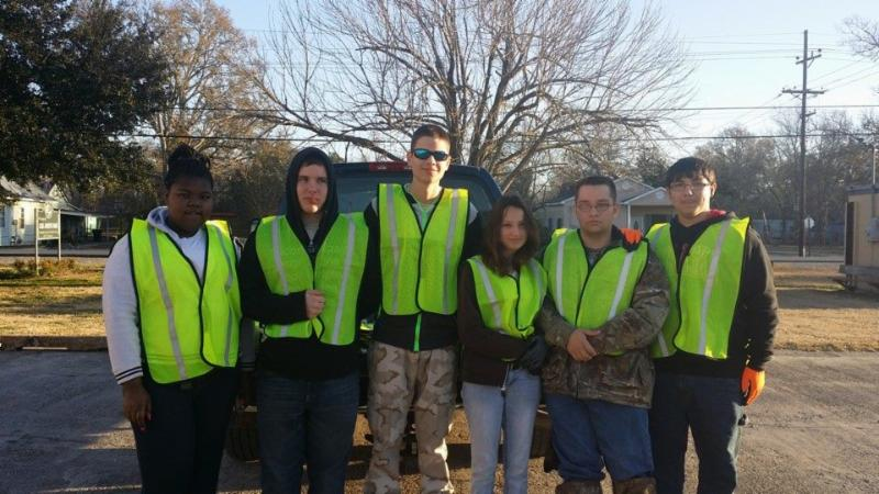 Jeanerette Youth Beautifification Committee volunteers