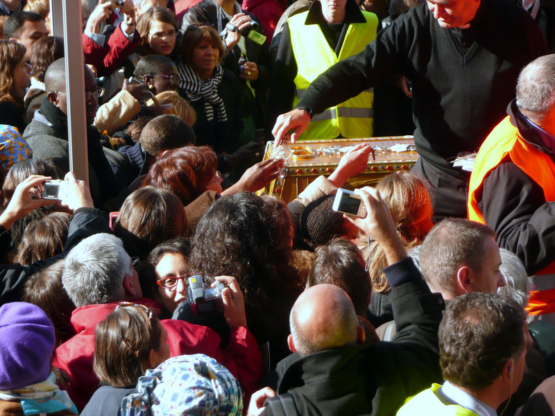 Pilgrims venerating reliquary