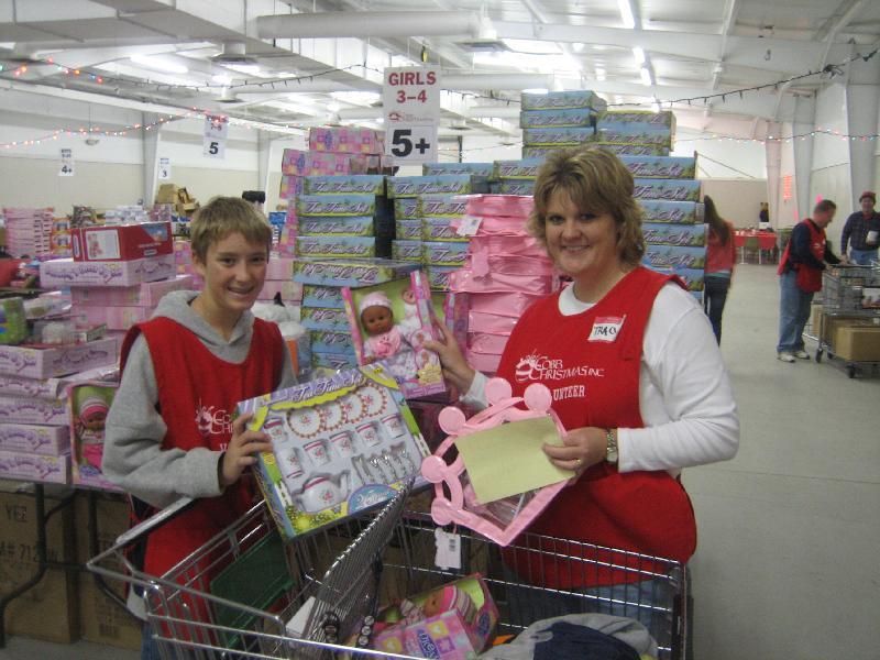 Volunteers_Shopping