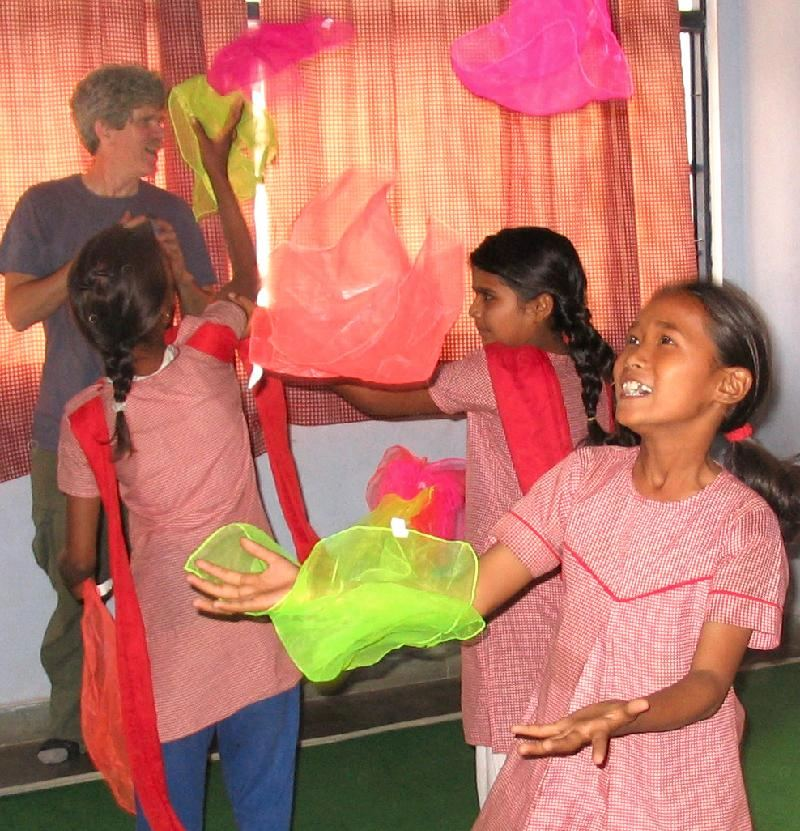 Michael & girls juggling