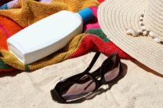 Hat, sunscreen, glasses