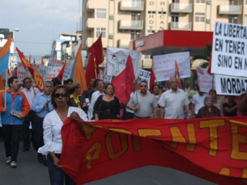 Marcha y plant�n en Machala 1