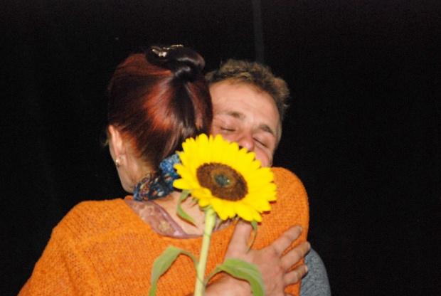 Raphael/Kathleen diploma hug