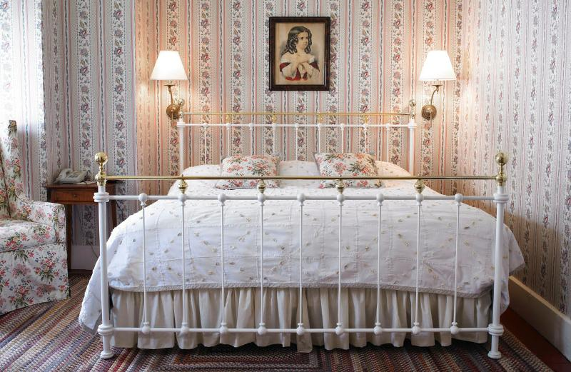 King bedded guestroom