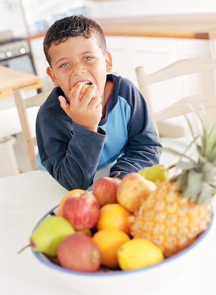 child eating fruite