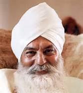 yogi Bhajan, smiling