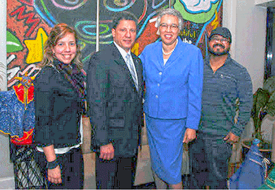 Cook County President Toni Preckwinkle and Cook County Commissioner Edwin Reyes visit Vida/SIDA!