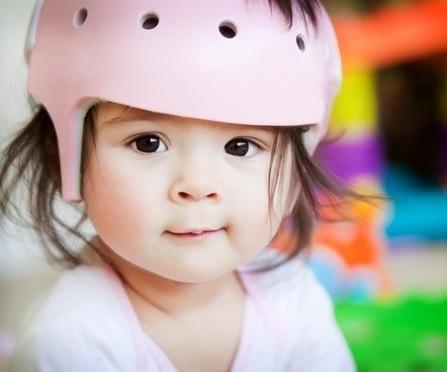 kind met helm