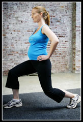 Pregnant_full body_vertical_blue_lunge