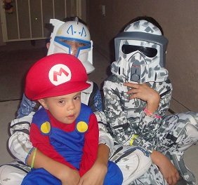 Halloween picture of Caleb Boyette with big brothers, Zach and Brandon