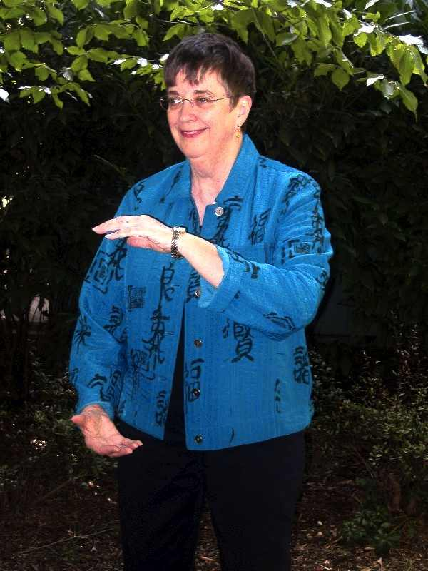 picture of Edna doing tai chi