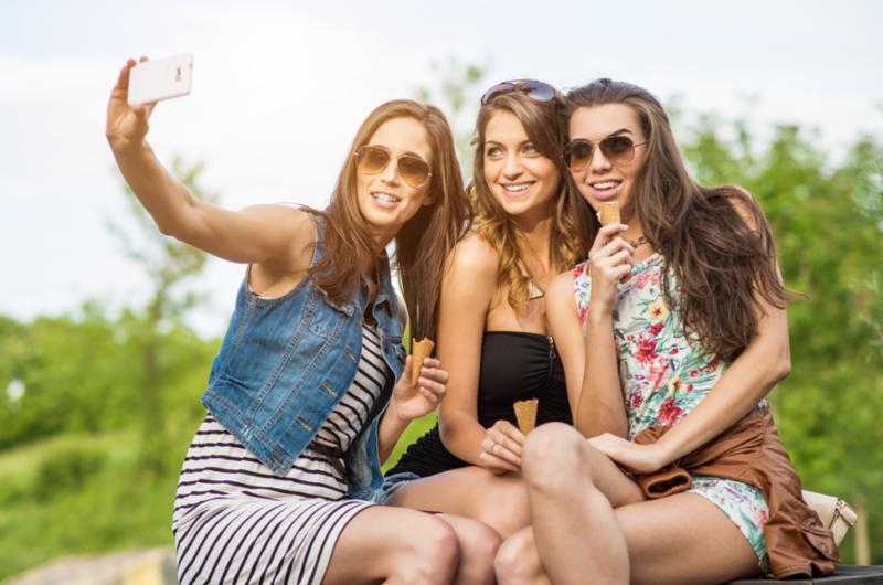 women_selfie.jpg