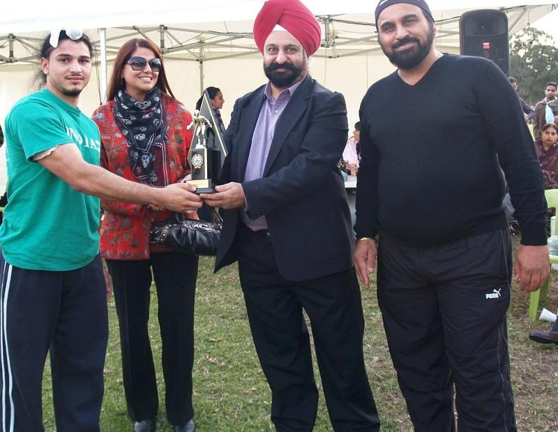GOPIO-Sydney North West President Harry Walia presents trophy