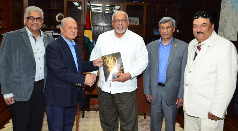 PIO Mounumnet in Guyana - GOPIO Group with Guyana President Ramotar