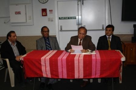 Prof. Parmatma Saran speaking to members of GOPIO-New Zealand