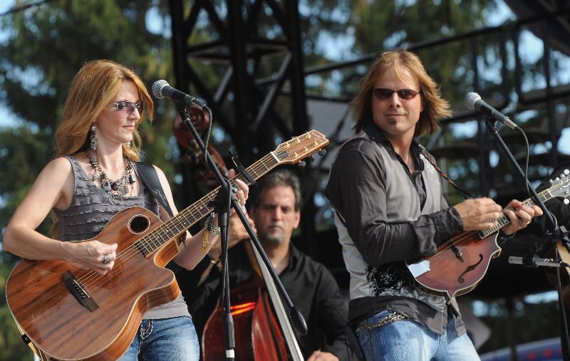 Elaine + Lee Roys at Country Thunder 2011 (credit Rick Diamond)