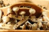 PIC OF KNOBS IN BOX