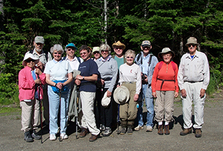 Group ohoto of Gold LEAF Institute hikers
