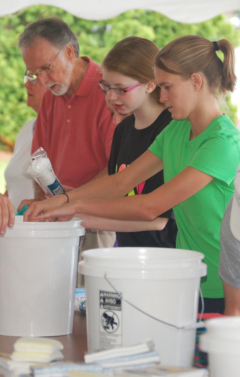 Assembling cleaning buckets 8-8-12