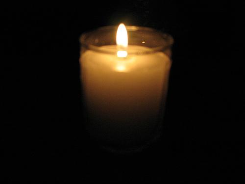 lit yahrzeit candle