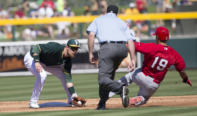 Zbrist tags out Elfren at second - Spring Training 2015