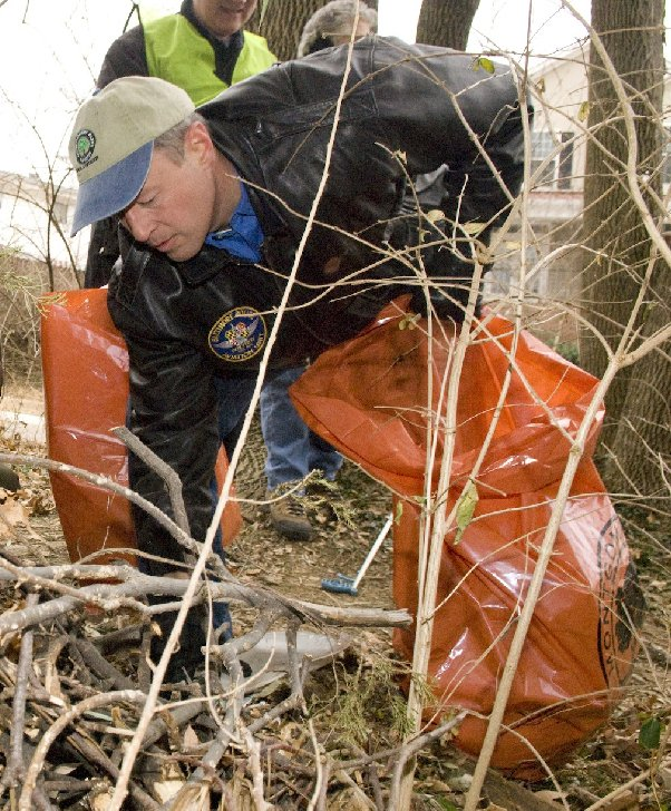 Governor O'Malley participates in clean up effort.