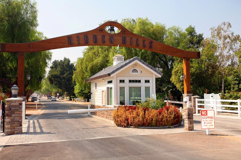 Dana olmes jeff biebuyck the latest in hidden hills for Houses for sale in calabasas
