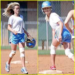sex-girls-playing-softball