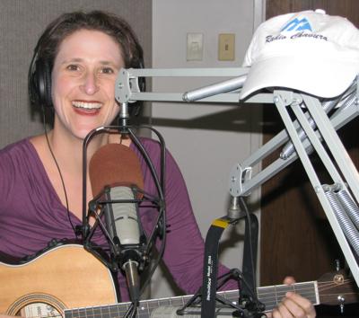 Singer-Songwriter Julie Geller