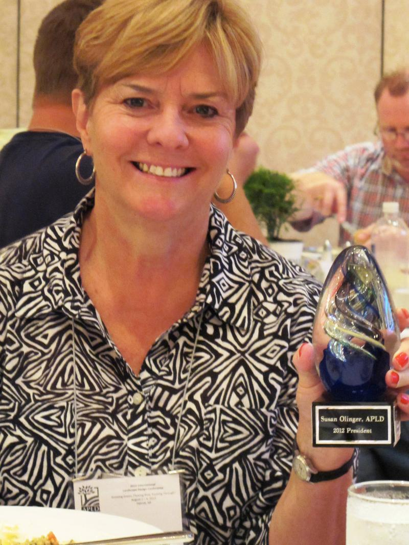 Susan Olinger Receives Award