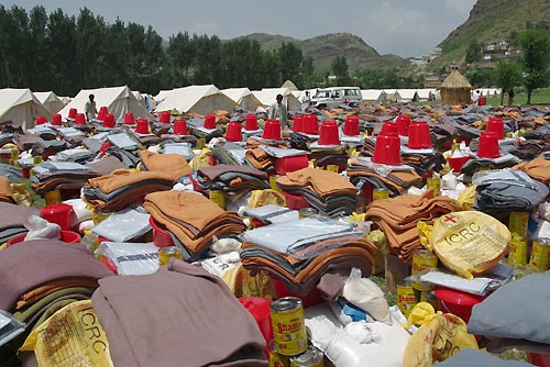 ICRC & PRC provide aid in an IDP camp in Pakistan's Buner District.