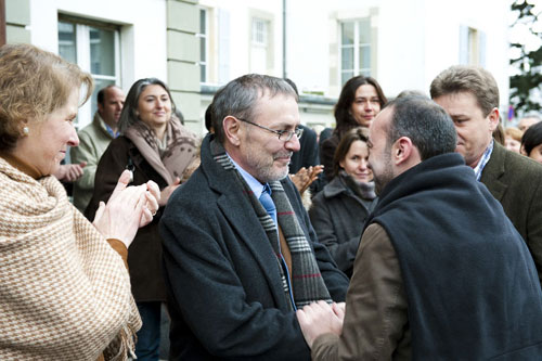 ICRC director-general Angelo Gnaedinger and several hundred staff welcome Laurent Maurice at the ICRC's Geneva headquarters.