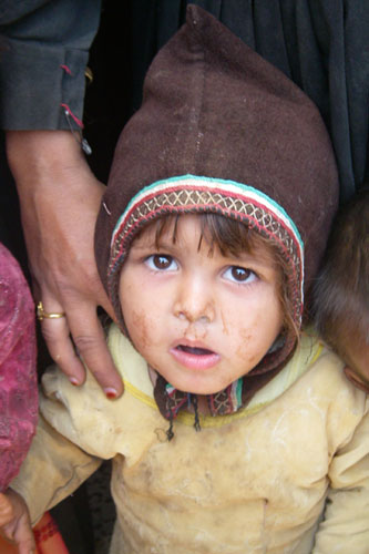 Displaced girl in Khaywan, Al Hamra district, Amran governorate.