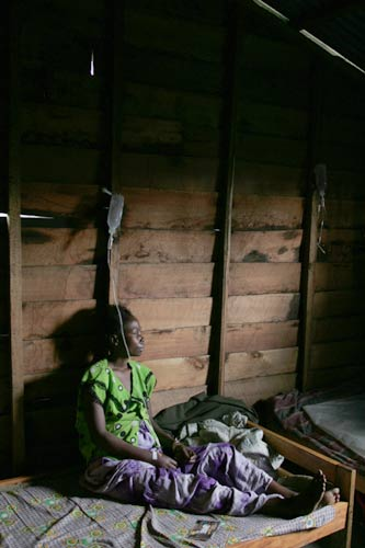 A mother with HIV, Femme Plus hospital, Goma, DRC  � ICRC / Agence O Globo/M. Cruppe