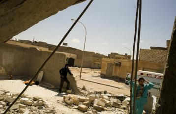 Ajdabiya - Doctors visiting a clinic destroyed in the fighting