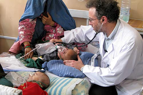 An ICRC pediatrician examines a baby with pneumonia